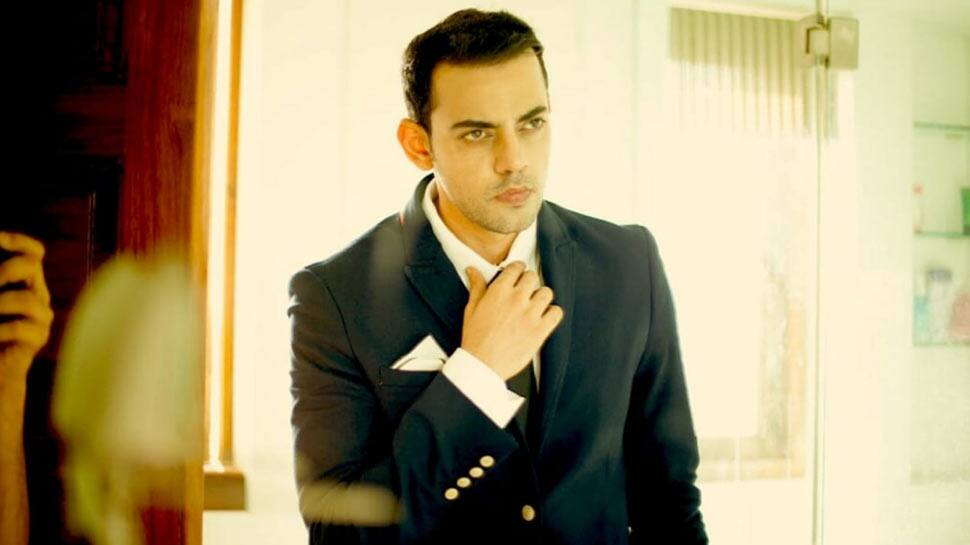 Bollywood News: Cyrus Sahukar stands out as a motivational speaker in 'Kadakh'